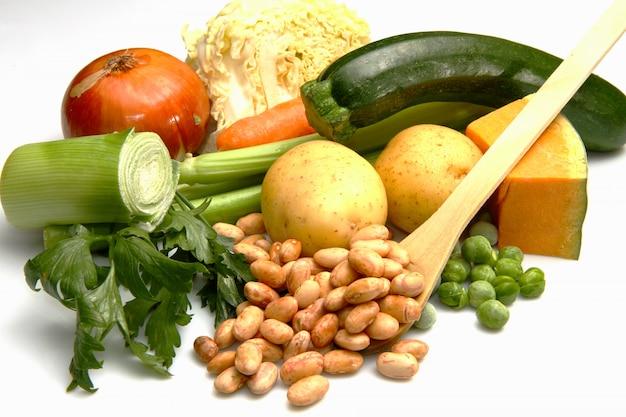 Ingredientes frescos para minestrone