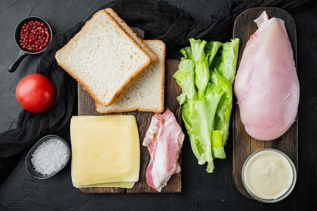 Ingredientes frescos para sabroso sándwich, sobre mesa negra, vista superior