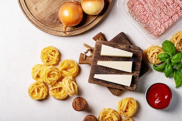 Ingredientes para hacer espaguetis a la boloñesa