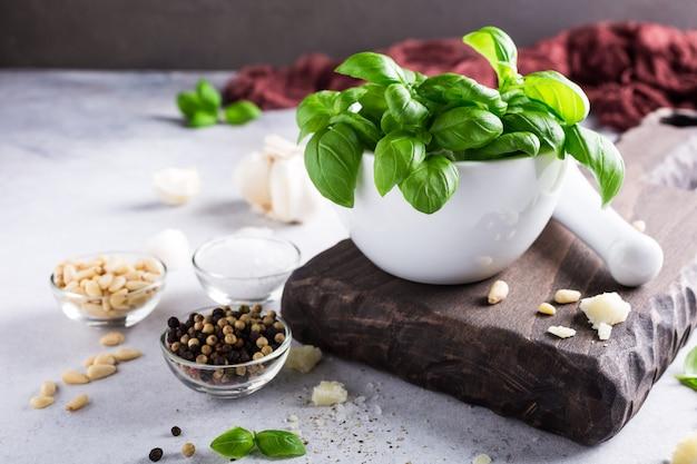 Ingredientes para hacer salsa de pesto