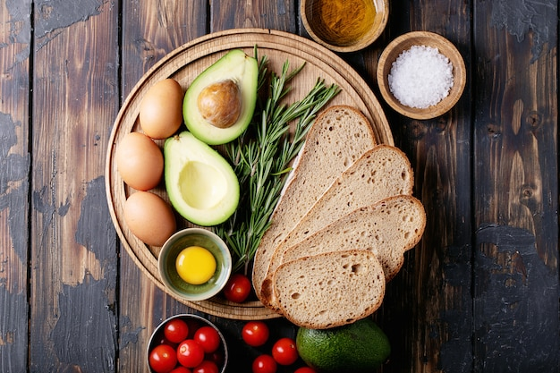 Ingredientes para hacer tostadas de aguacate
