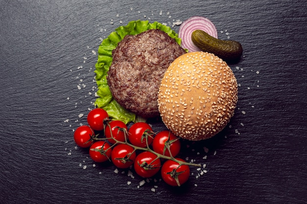 Ingredientes de la hamburguesa vista superior