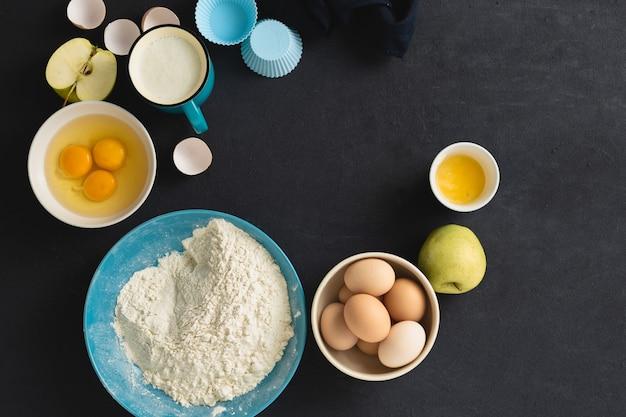 Ingredientes para hornear para cocinar tarta de manzana casera, vista superior