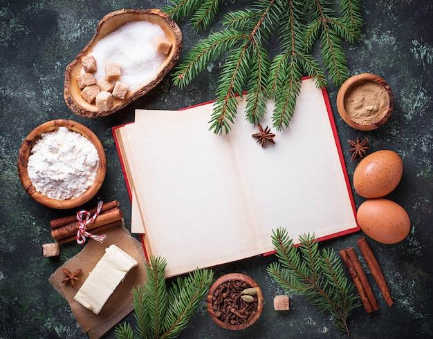 Ingredientes para hornear galletas navideñas. vista superior