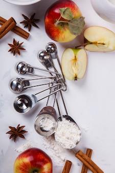 Ingredientes para hornear para hornear pastel de manzana