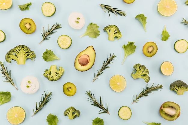 Ingredientes de jugo y batido verduras verdes