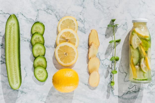 Ingredientes para un jugo saludable.