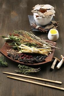 Ingredientes de la medicina tradicional china a base de hierbas