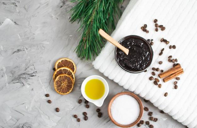 Ingredientes naturales para el cuerpo casero café exfoliante de sal aceite belleza concepto spa cuidado de la piel del cuerpo