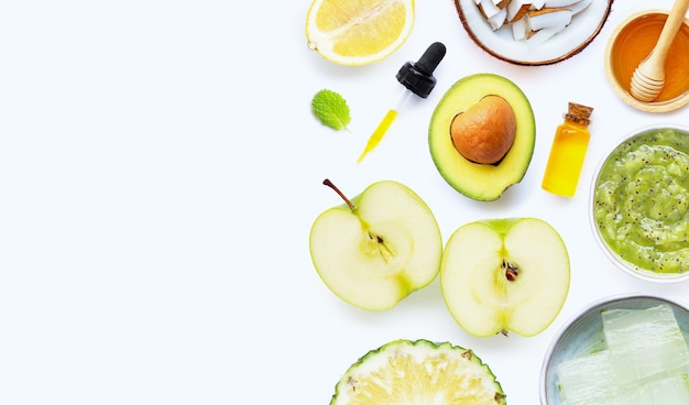 Ingredientes naturales para el cuidado casero de la piel y exfoliación.