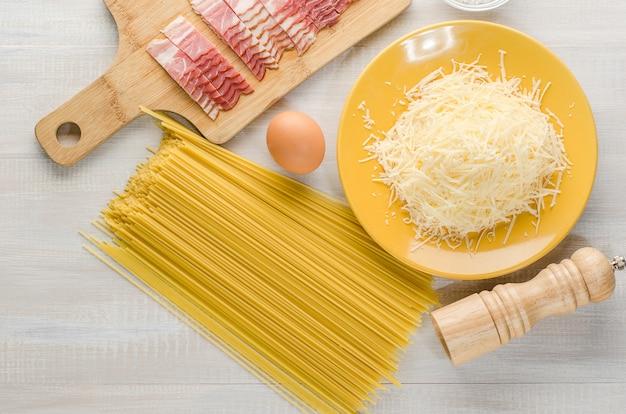 Ingredientes de la pasta carbonara.