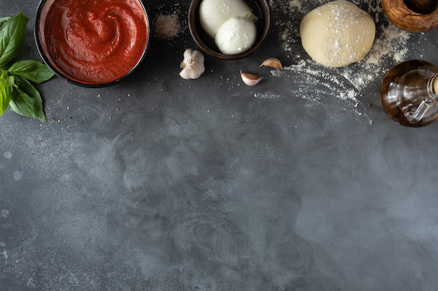 Ingredientes para la pizza tradicional italiana margherita