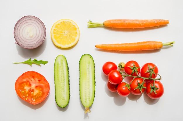 Ingredientes saludables de una ensalada