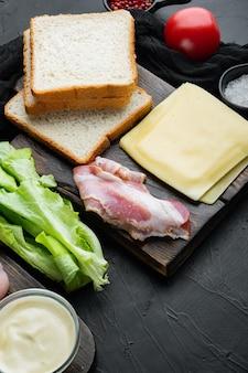 Ingredientes del sándwich club, sobre fondo negro