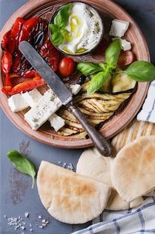 Ingredientes para sandwich de pan de pita