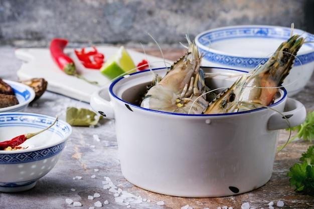 Ingredientes para la sopa tom yam