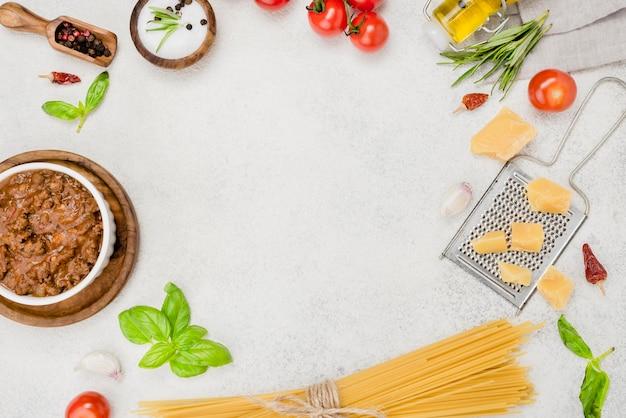 Ingredientes para spaghetti a la boloñesa y marco