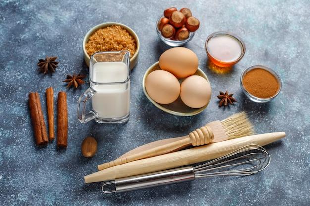 Ingredientes tradicionales para hornear de otoño: manzanas, canela, nueces.