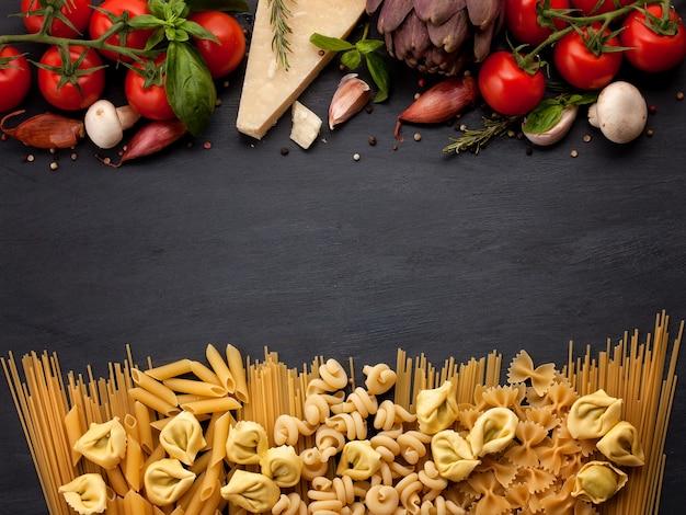 Ingridients orgánicos frescos de la cocina italiana