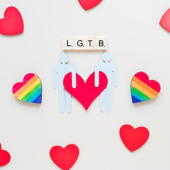 Inscripción de lgtb con corazones de arco iris y un icono de pareja gay