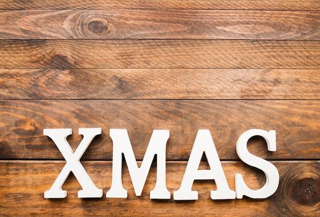 Inscripción de navidad en tablero de madera