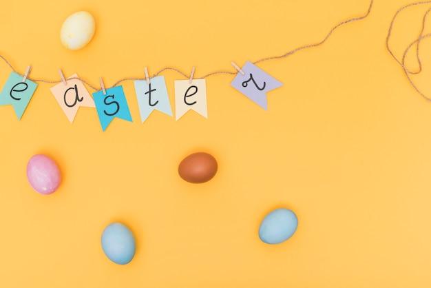 Inscripción de semana santa en banderines con huevos.