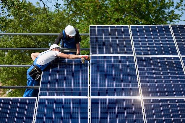 Instalación de sistema de panel solar independiente, energía verde renovable