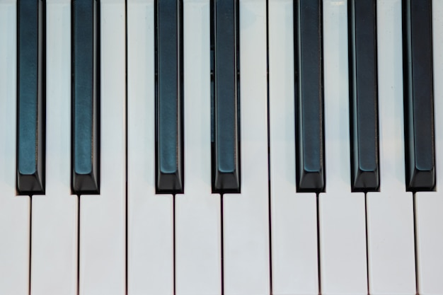 Instrumento musical de piano. vista superior de llaves.
