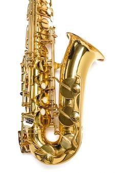 Instrumento de saxofón jazz aislado