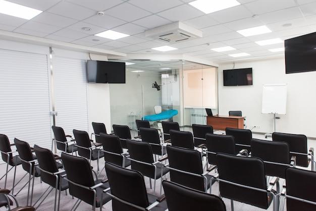 Interior del aula vacía
