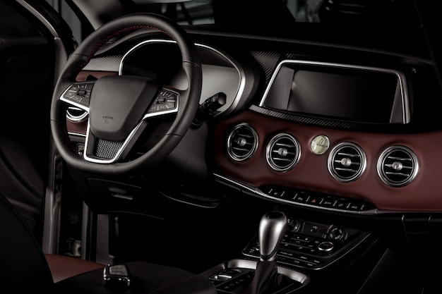 Interior del auto nuevo, caja de cambios automática