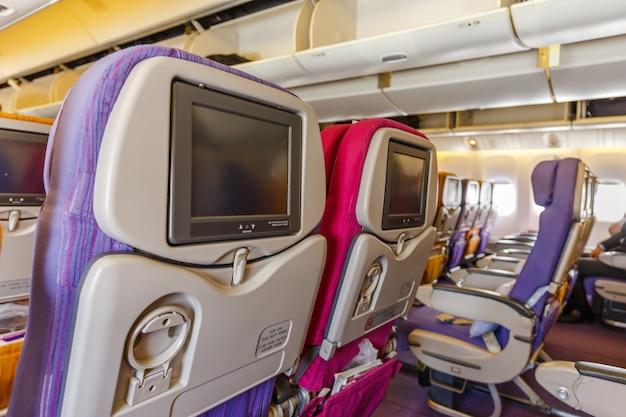 Interior del avión de pasajeros grandes