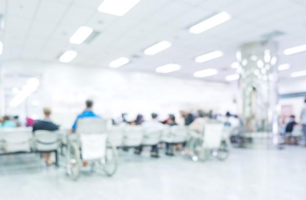 Interior borroso del hospital o clínica con la gente - fondo médico abstracto.
