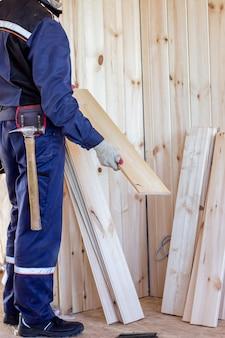 El interior de la casa de madera. construcción de casas de madera.
