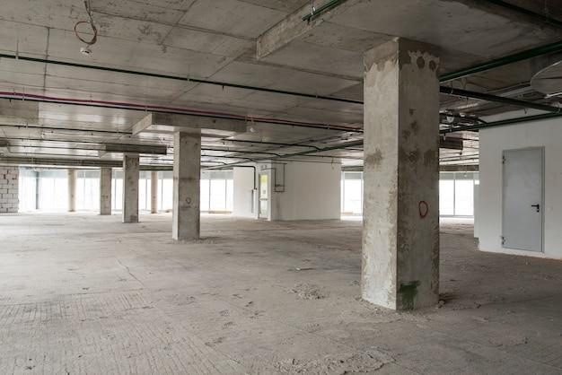 Interior del centro de negocios en construcción.