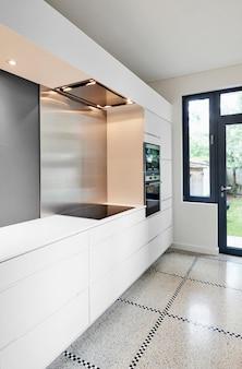 Interior de la cocina moderna con estilo