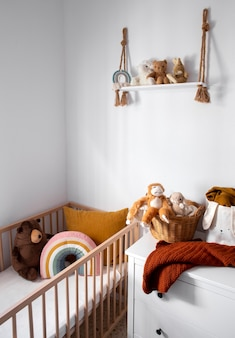 Interior de la decoración de la habitación de los niños con juguetes.