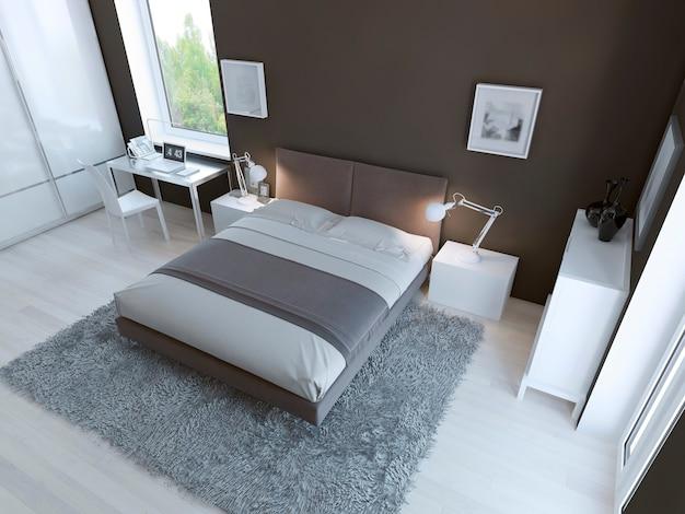 Interior de dormitorio de alta tecnología con alfombra de pelo grueso de color gris claro, suelo de linóleo claro y paredes de color taupo oscuro