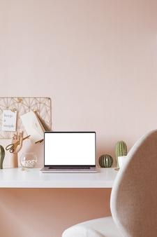 Interior de escritorio elegante con fondo de mesa blanco con plantas y hojas. interior moderno de la oficina en casa