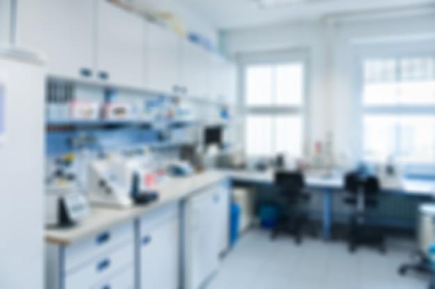Interior del laboratorio fuera de foco