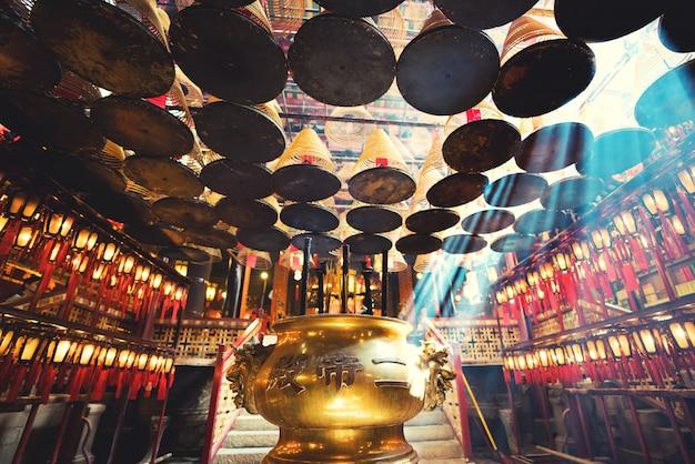 El interior del templo de man mo, hong kong