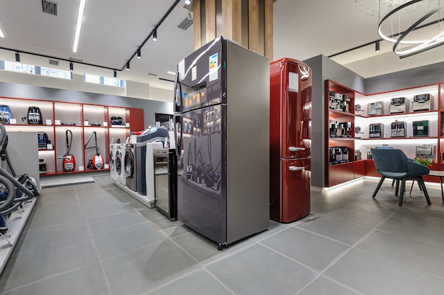 Interior de la tienda de electrodomésticos premium