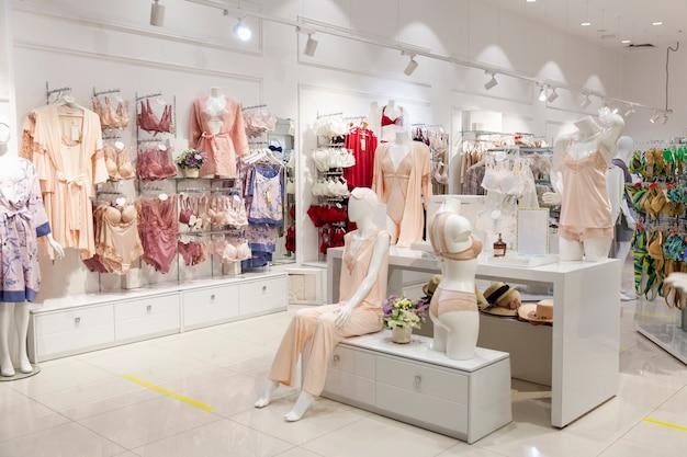 Interior de la tienda de lencería