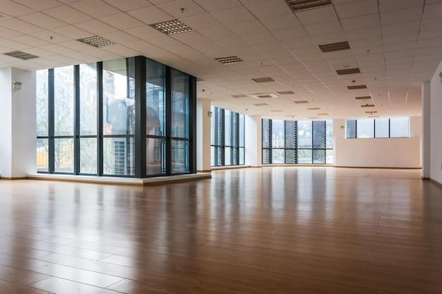 Interior vacío de la oficina corporativa moderna