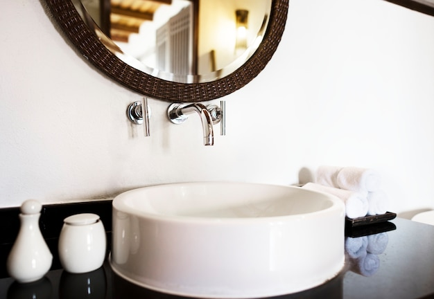 Interiores de un baño de lujo
