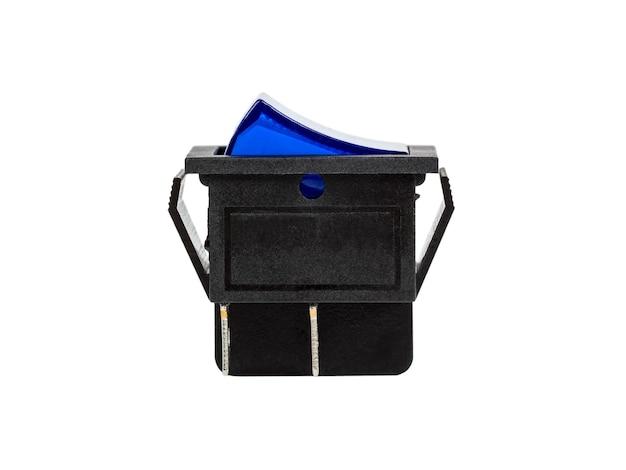 Interruptor de alimentación eléctrica azul, componente electrónico, aislado sobre fondo blanco.
