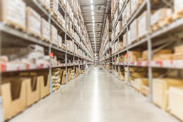 Inventario grande almacene la acción de las mercancías para el fondo logístico de la bandera del envío.