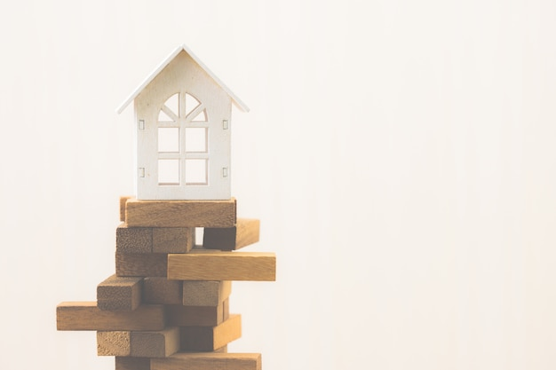 Inversión de la propiedad y concepto financiero de la hipoteca de la casa. riesgo de inversión e incertidumbre