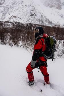 Invierno en bleik beach, islas lofoten, en el norte de noruega.