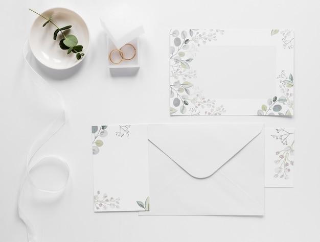 Invitación de boda elegante vista superior
